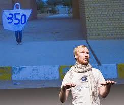 David Gillblom uppträder för Vaggeryds elever