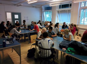 Spykens engagerade elever arbetar hårt under Wake-Up Calls workshop 'Redesign the World'